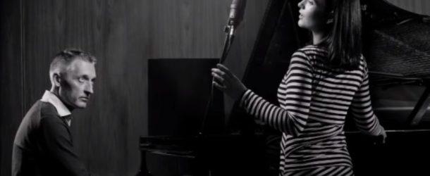 NINA STRNAD IN PETER MIHELIČ – V luči življenja: Zgodbe Slovenske popevke